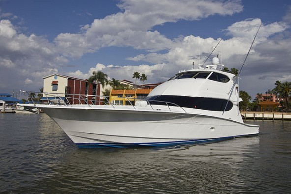 New DT&F Central Listing - 2006 Hatteras 68' Convertible Yacht